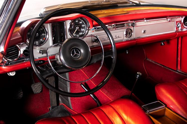 "1966 Mercedes-Benz 230 SL ""Pagoda"" 23"