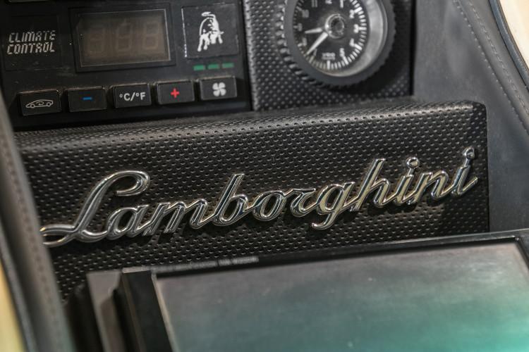 1991 LAMBORGHINI DIABLO 5.7 32