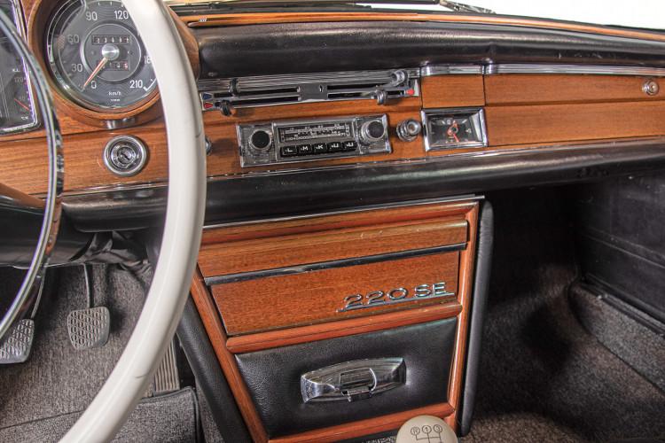 1963 Mercedes-Benz 220 SE 24