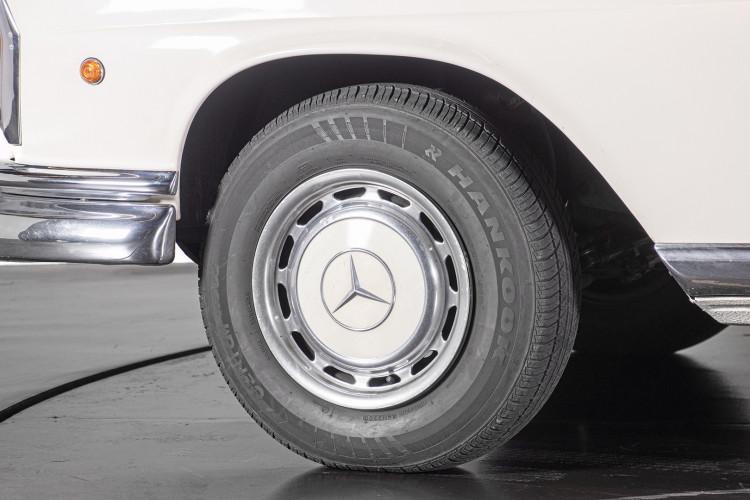 1963 Mercedes-Benz 220 SE 2