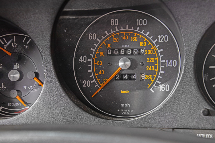 1985 Mercedes-Benz SL 560 34