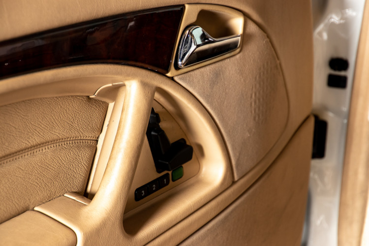 2000 Mercedes-Benz SL500 16