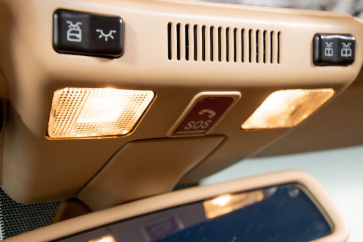 2000 Mercedes-Benz SL500 37