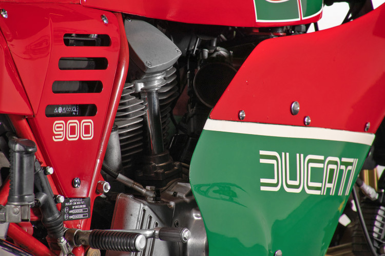 1983 Ducati 900 MIKE HAILWOOD REPLICA 10