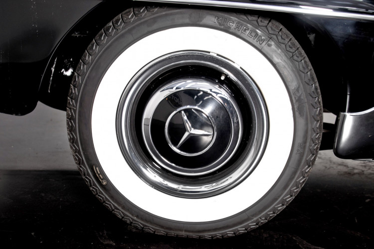 1961 Mercedes-Benz 190 SL 24