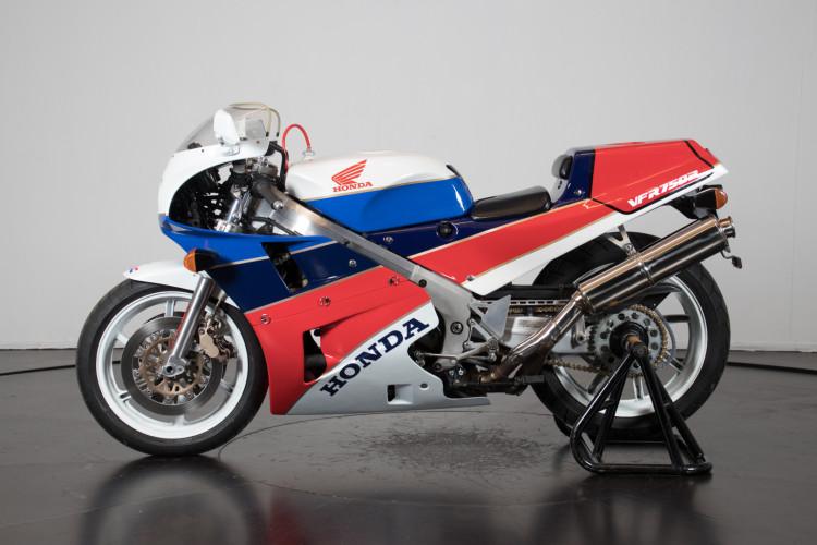 1992 Honda RC 30 0