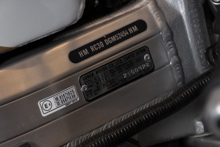 1992 Honda RC 30 10
