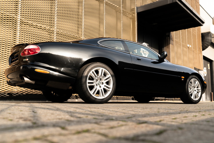 2002 Jaguar 4.2 XKR Coupé 2