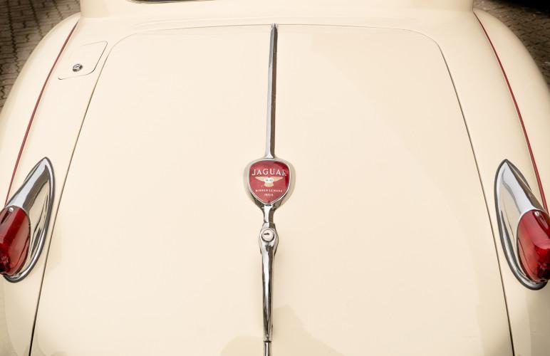 1955 Jaguar XK140 FHC SE 17