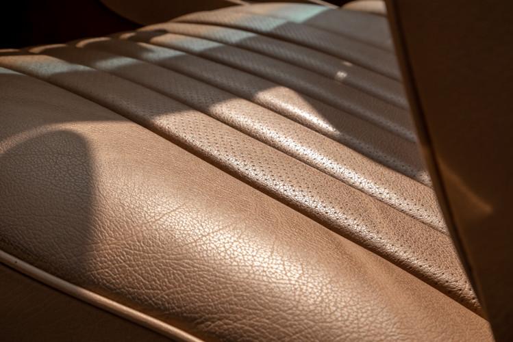 1985 Mercedes-Benz SL 560 14