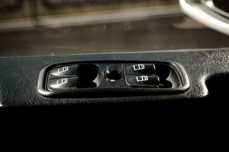 2003 Mercedes-Benz G400 V8 CDI 26