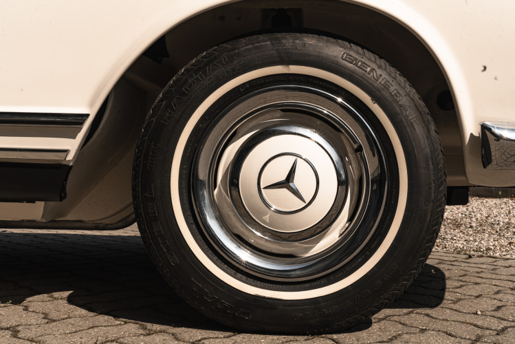 1966 Mercedes-Benz SL 230 Pagoda 14