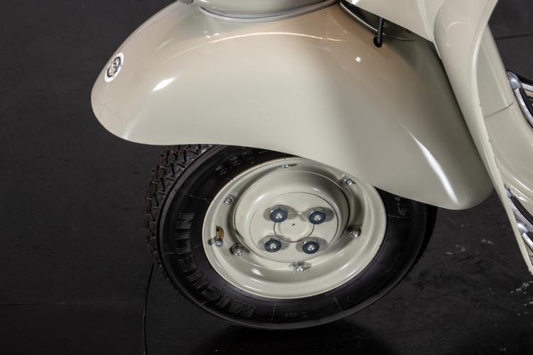 1954 Piaggio Vespa faro basso 11