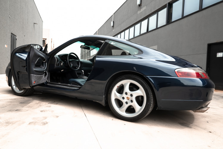 1999 Porsche 996 Carrera Coupè 26