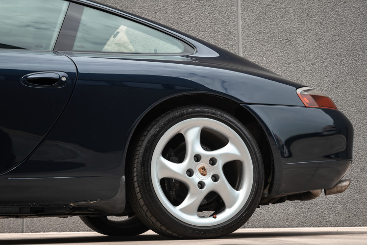 1999 Porsche 996 Carrera Coupè 16