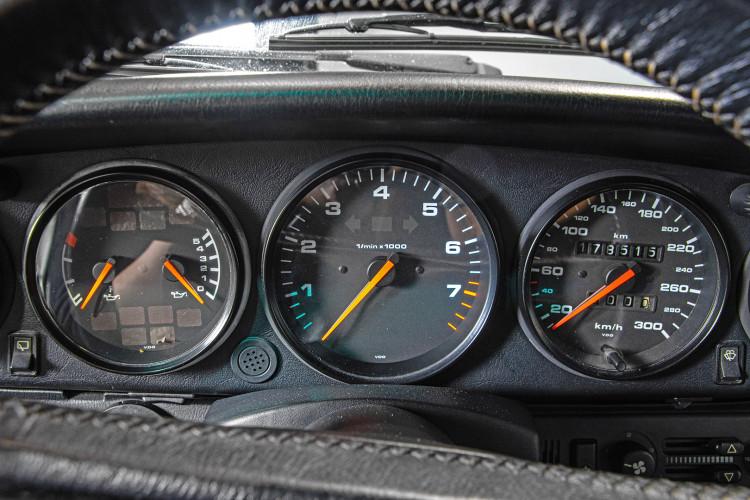 1990 Porsche 964 Carrera 4 20