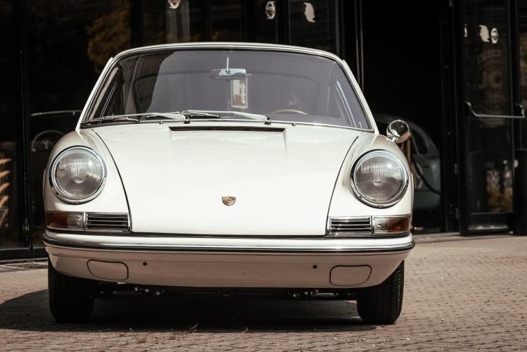 "1966 Porsche 911 2.0 L - S.W.B. ""Serie 0"" 6"