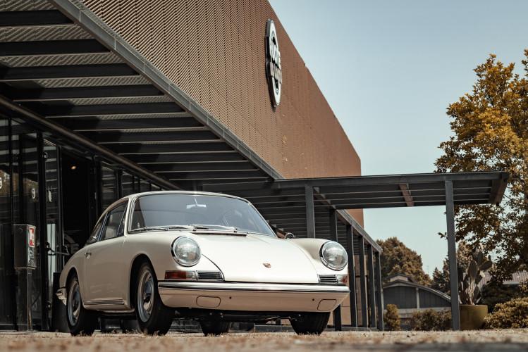 "1966 Porsche 911 2.0 L - S.W.B. ""Serie 0"" 9"