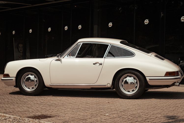 "1966 Porsche 911 2.0 L - S.W.B. ""Serie 0"" 1"
