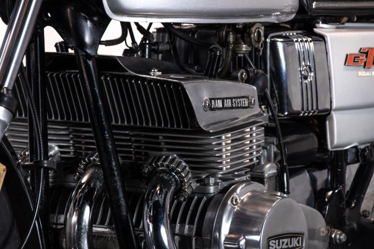 1975 Suzuki GT 380 6