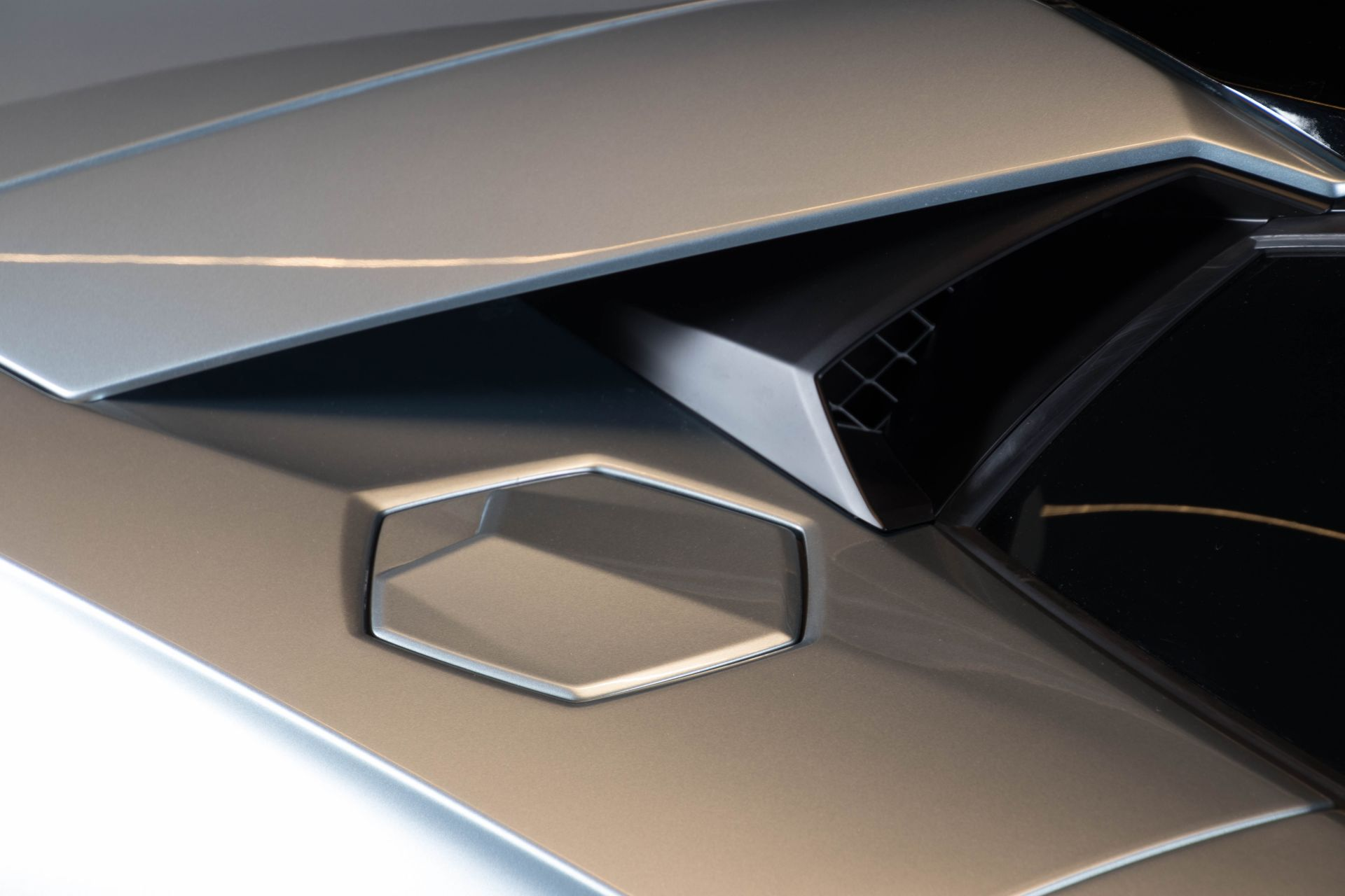 2014 Lamborghini Aventador Roadster  3824
