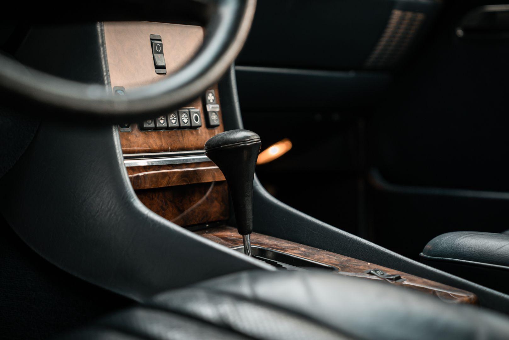 1985 Mercedes-Benz SL 560 77067