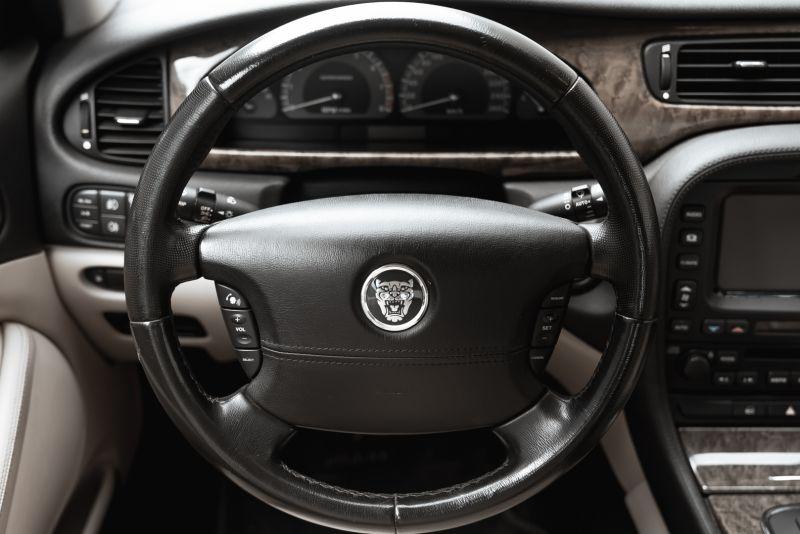 2002 Jaguar S-Type R 4.2 V8 81201