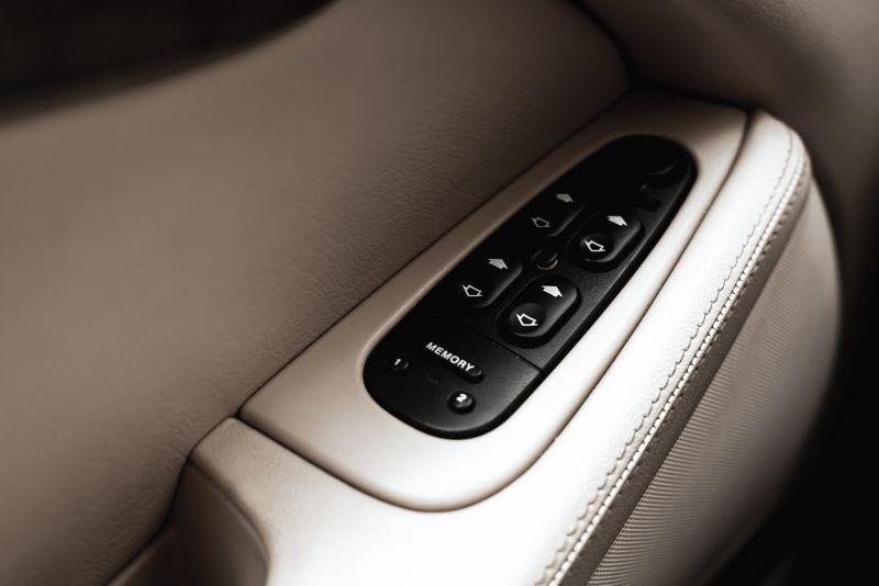 2002 Jaguar S-Type R 4.2 V8 81189