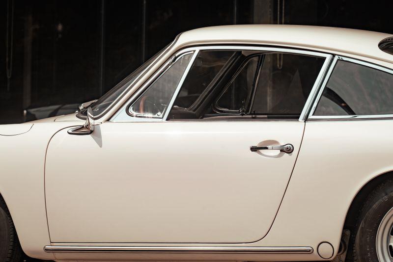 "1966 Porsche 911 2.0 L - S.W.B. ""Serie 0"" 75307"