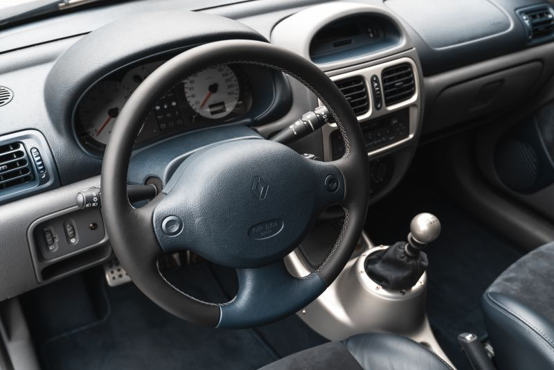 2002 Renault Clio 3.0 V6 Renault Sport Phase1 84941