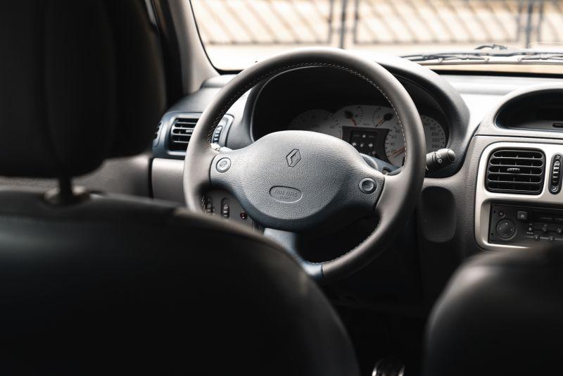 2002 Renault Clio 3.0 V6 Renault Sport Phase1 84959