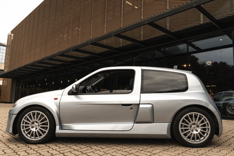2002 Renault Clio 3.0 V6 Renault Sport Phase1 84920