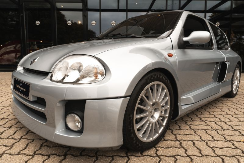 2002 Renault Clio 3.0 V6 Renault Sport Phase1 84921