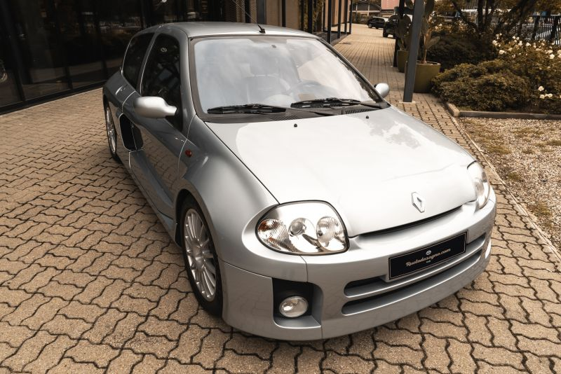 2002 Renault Clio 3.0 V6 Renault Sport Phase1 84923