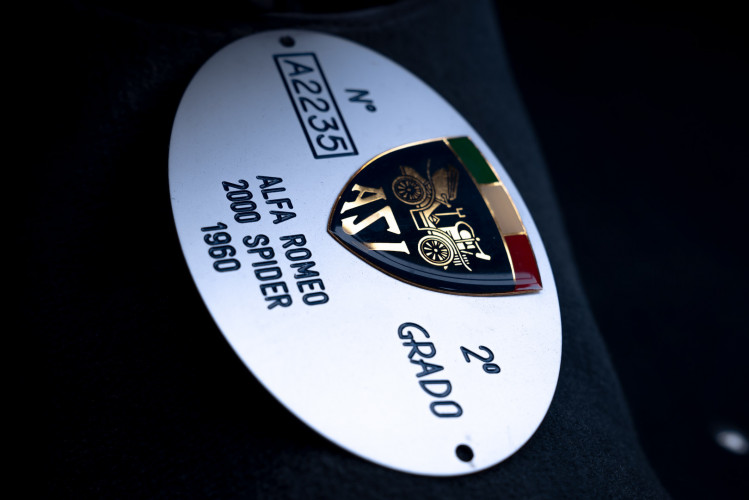 1961 Alfa Romeo 2000 Spider Touring 19