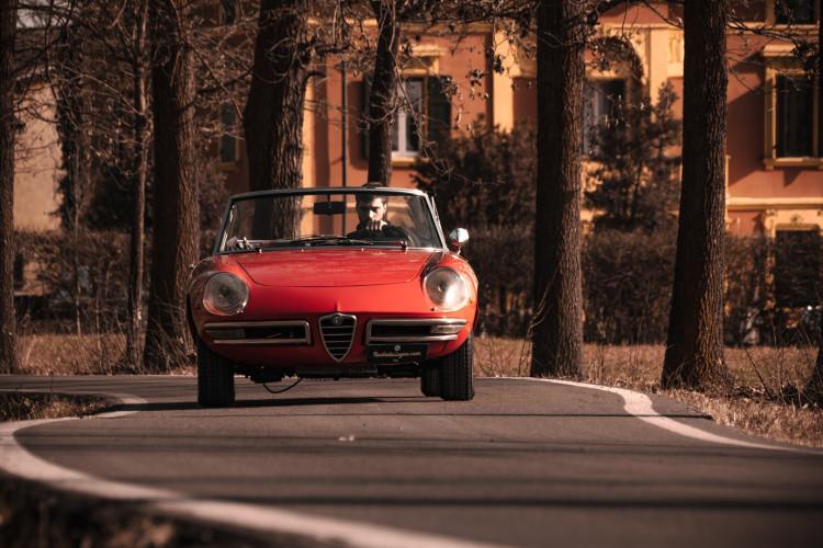 """1970 Alfa Romeo Duetto 1750 """"osso di seppia"""" 5"""