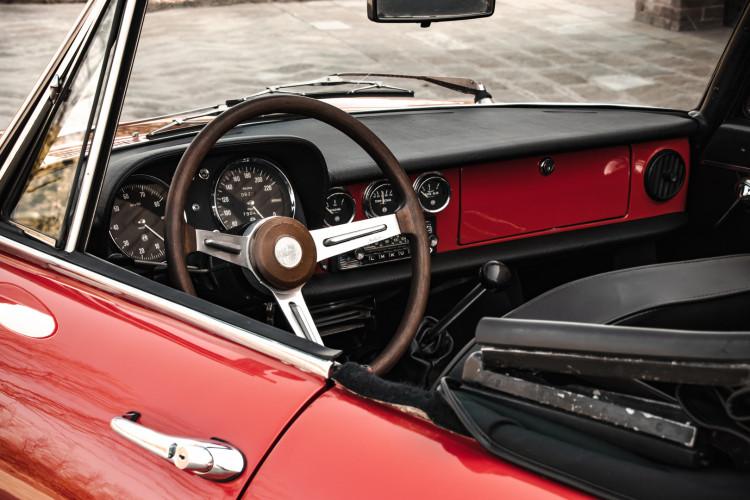 """1970 Alfa Romeo Duetto 1750 """"osso di seppia"""" 18"""
