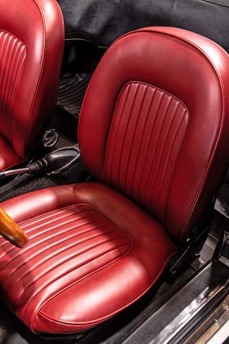 """1969 Alfa Romeo Duetto Spider 1750 """"Osso di Seppia"""" 25"""