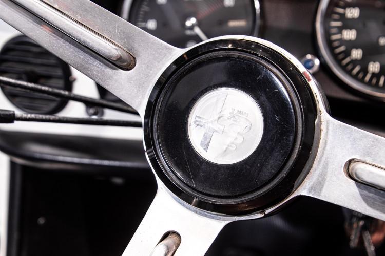 """1969 Alfa Romeo Duetto Spider 1750 """"Osso di Seppia"""" 32"""