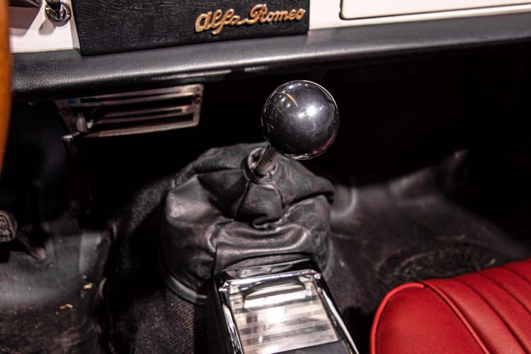 """1969 Alfa Romeo Duetto Spider 1750 """"Osso di Seppia"""" 37"""