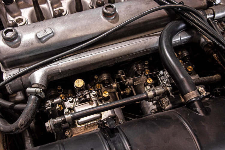 """1969 Alfa Romeo Duetto Spider 1750 """"Osso di Seppia"""" 48"""