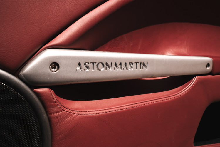 2001 Aston Martin V12 Vanquish 20