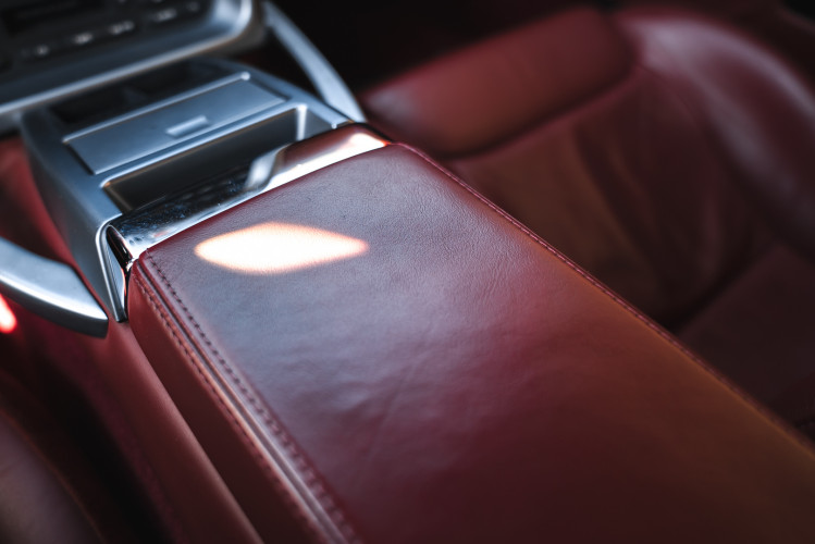 2001 Aston Martin V12 Vanquish 24