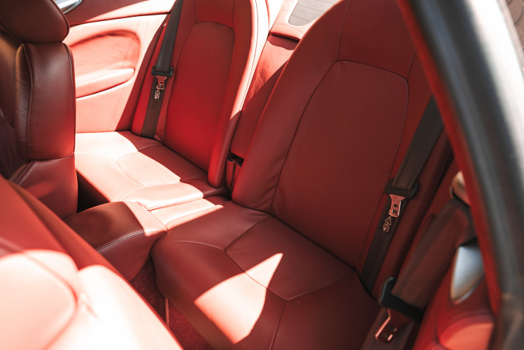 2001 Aston Martin V12 Vanquish 27