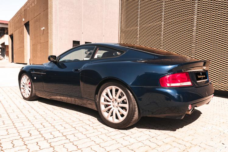 2001 Aston Martin V12 Vanquish 5