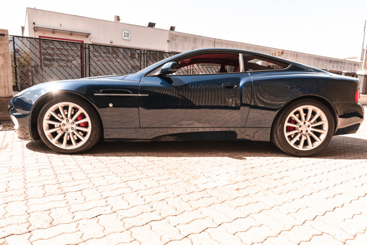 2001 Aston Martin V12 Vanquish 7