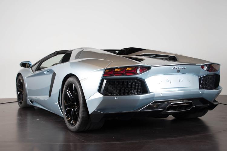 2014 Lamborghini Aventador Roadster  3