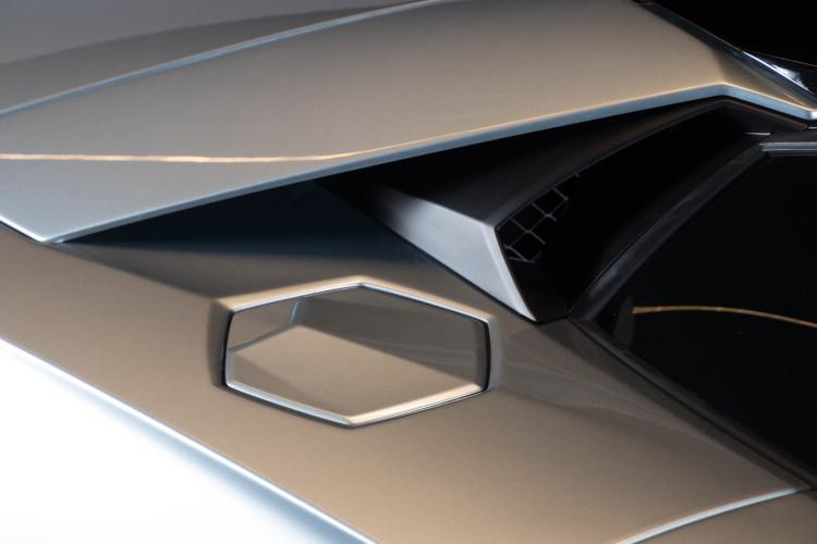 2014 Lamborghini Aventador Roadster  27