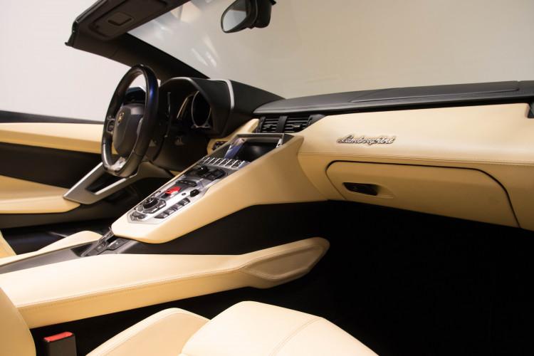 2014 Lamborghini Aventador Roadster  9