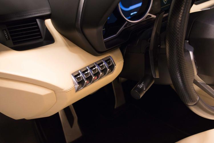2014 Lamborghini Aventador Roadster  15
